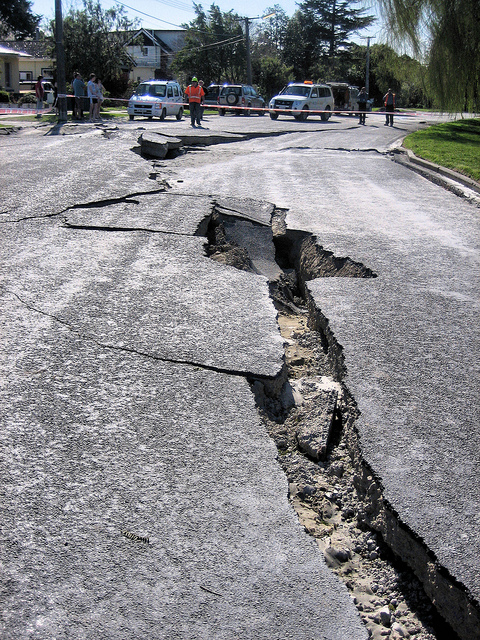the effect of an earthquake Earthquake - effects - earthquakes often cause dramatic changes at earth's  surface in addition to the ground movements, other surface effects include  changes.